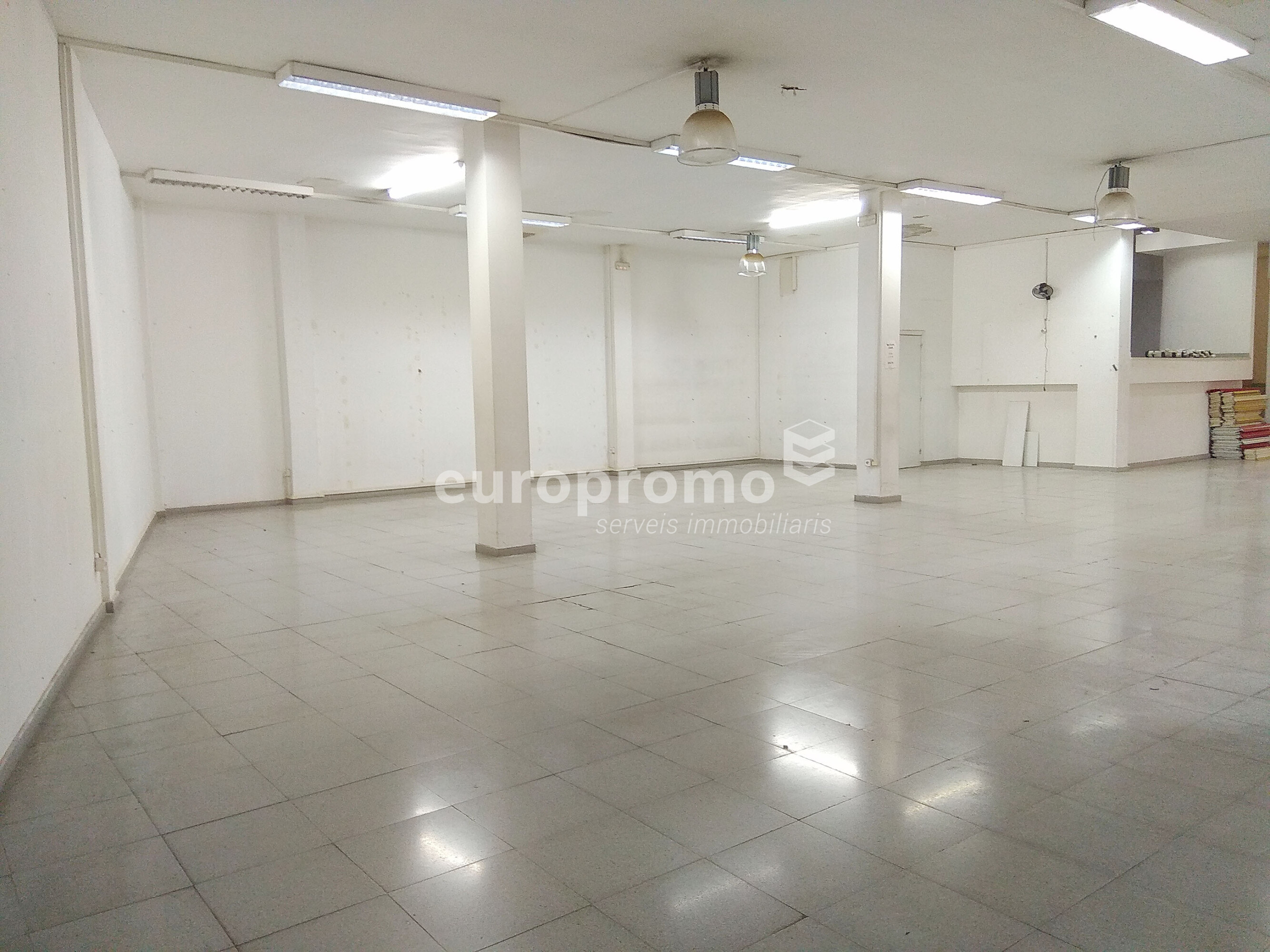 Local comercial de 440 m² al centre de Girona!