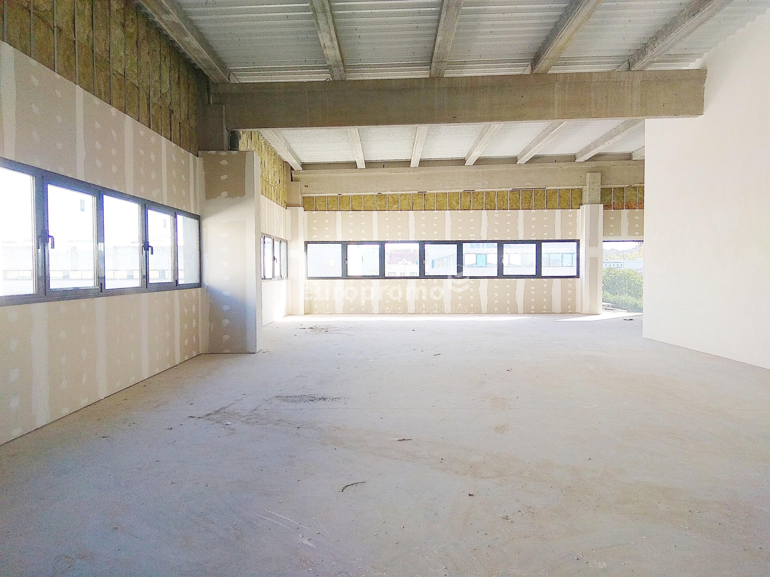 Local de 650 m² molt ben situada a Mas Xirgu!!