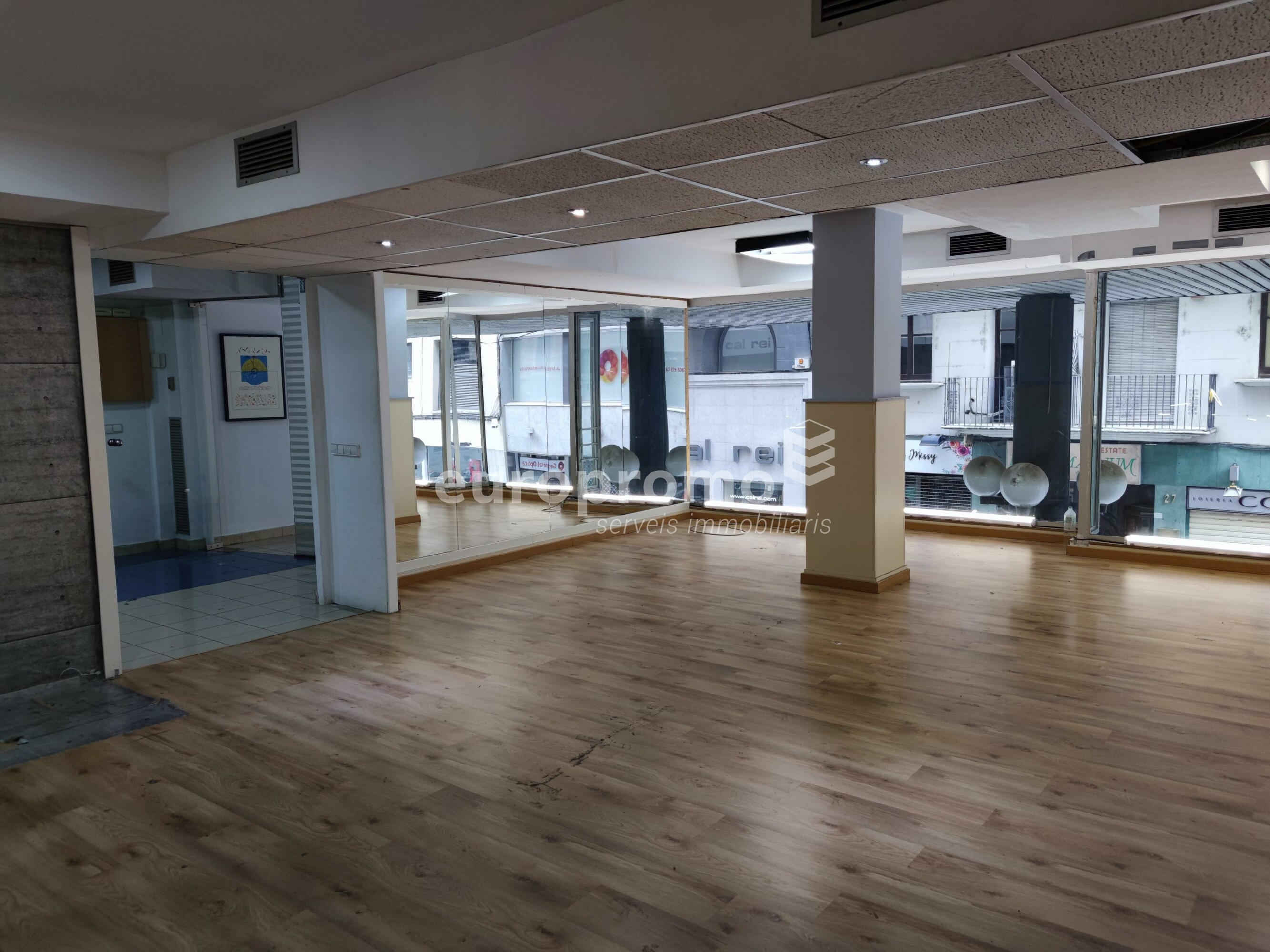 Local de 300 m² al Centre!!