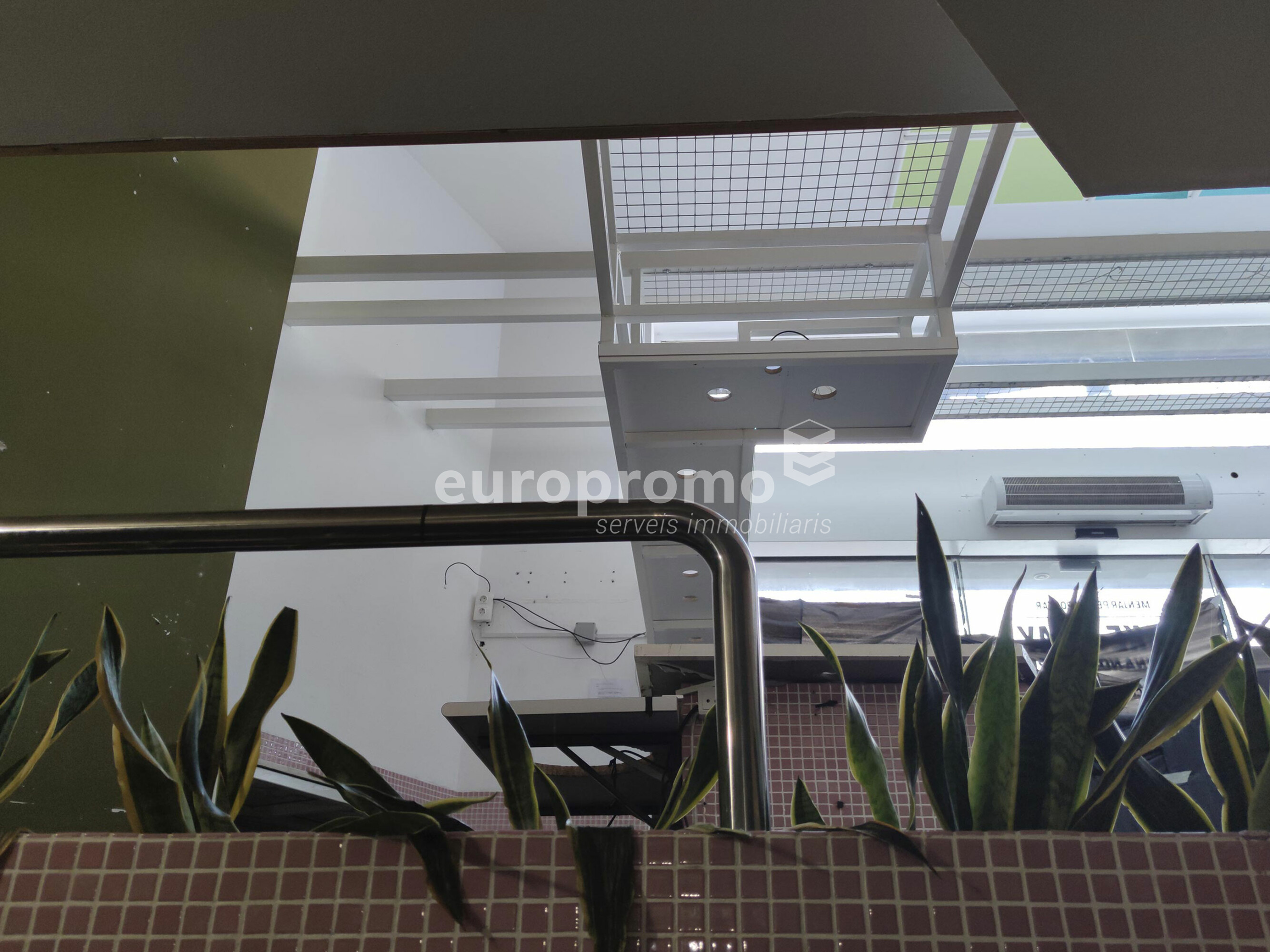 Local de 345 m² con salida de humos