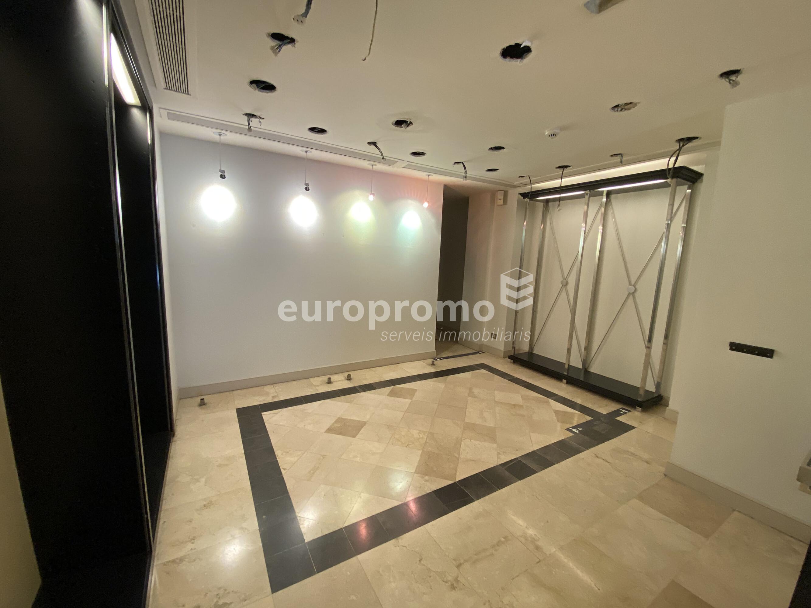 Local de 220 m² al centre de Girona