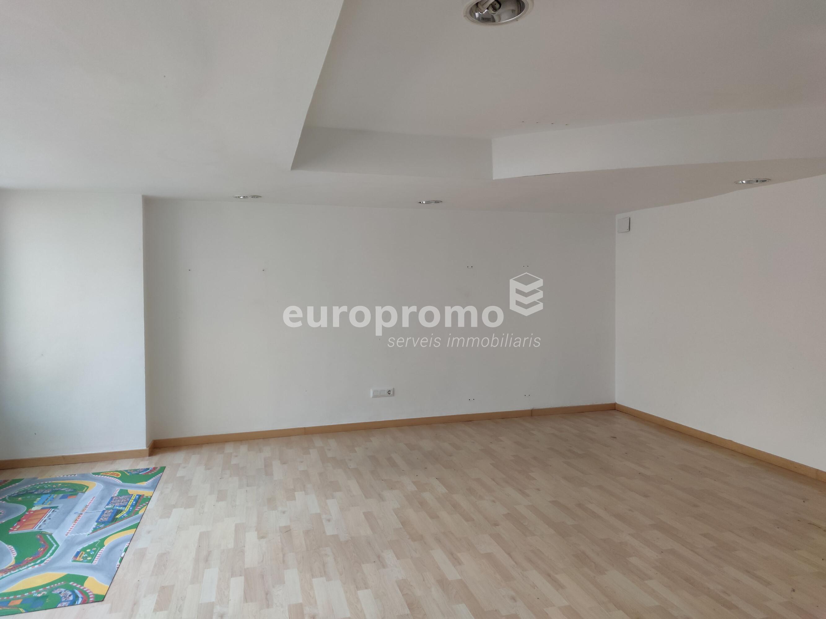 Oficina de 95 m² a l'Eixample Nord!